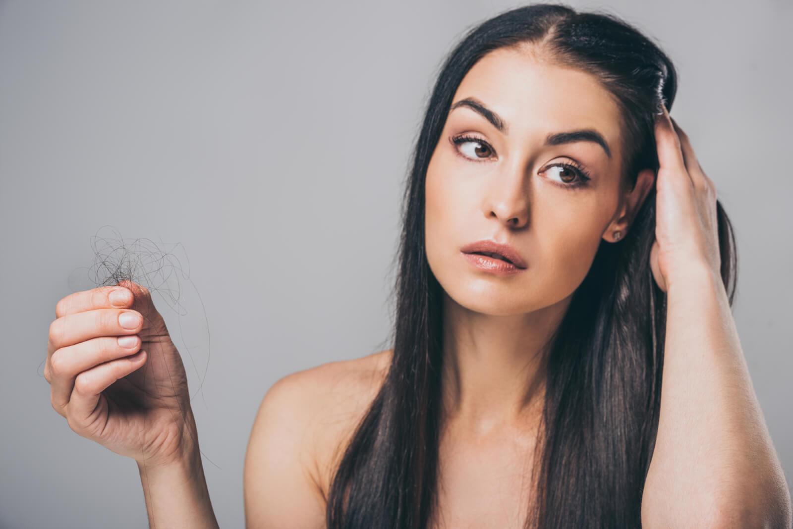 At være kvinde og lide af hårtab